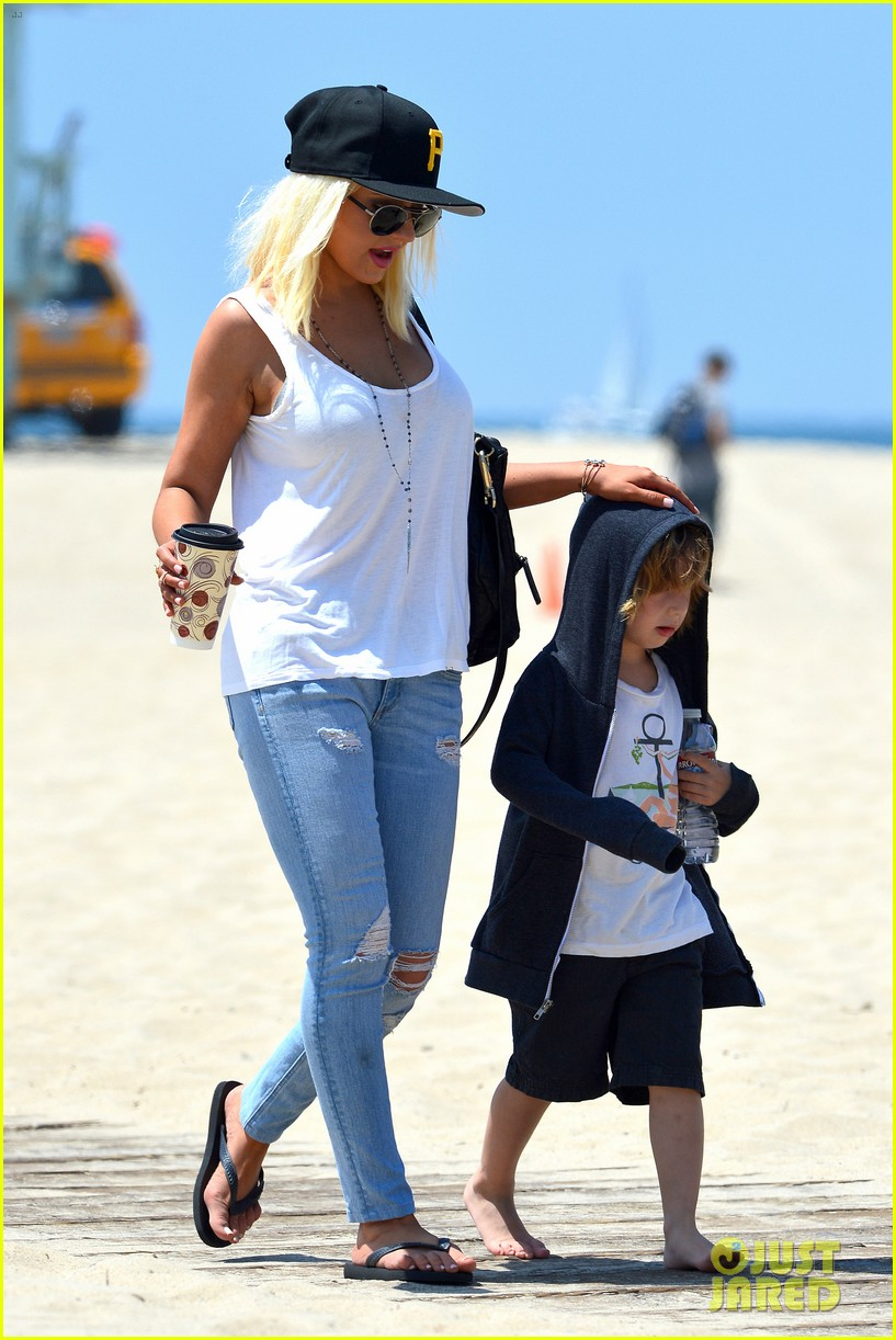 christina aguilera hits the beach with jordan bratman max 33