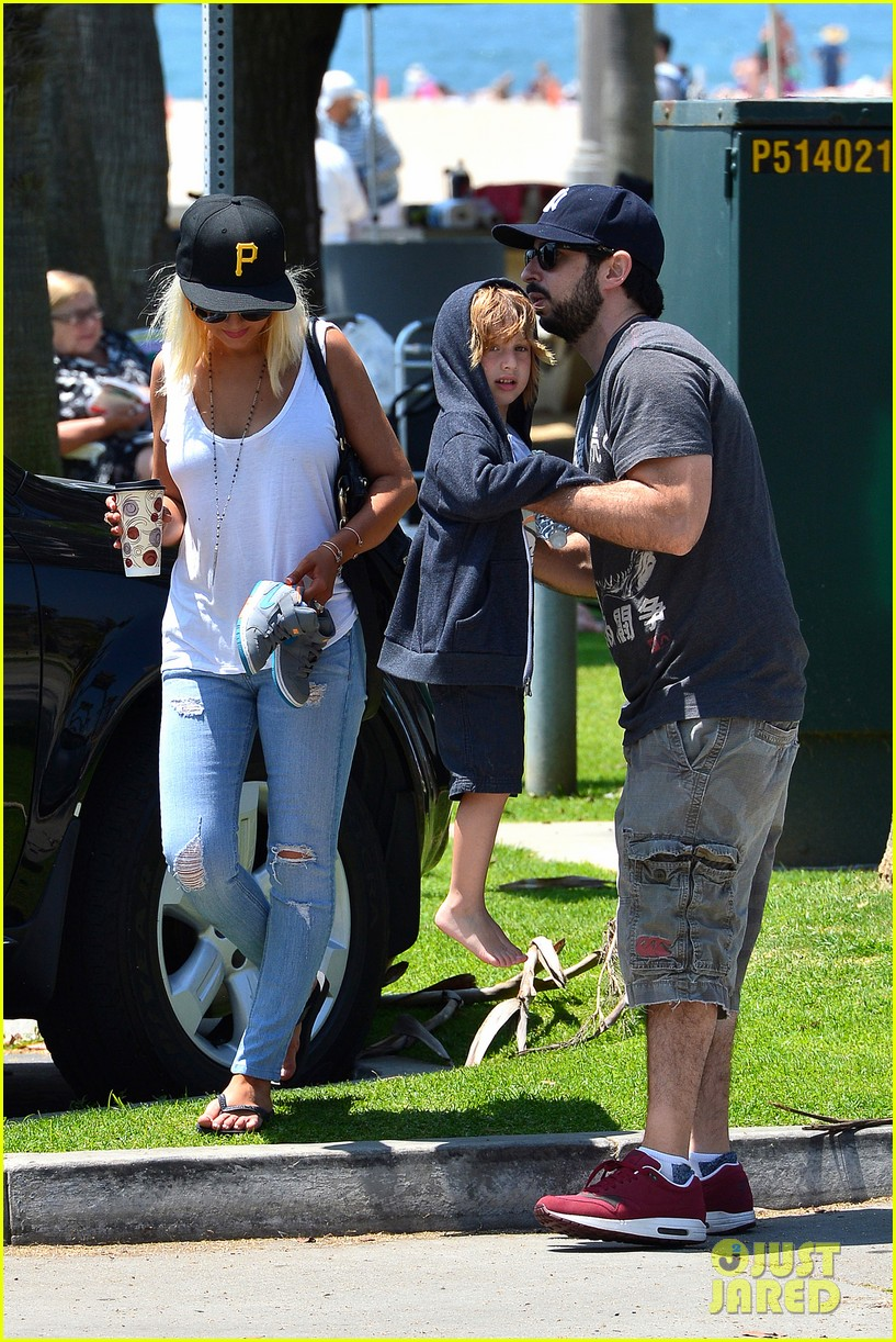 christina aguilera hits the beach with jordan bratman max 34