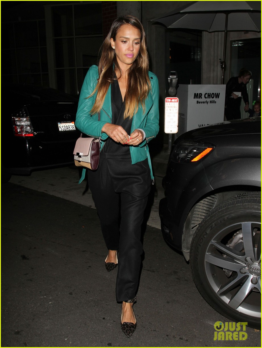 jessica alba cash warren back from the hamptons 05