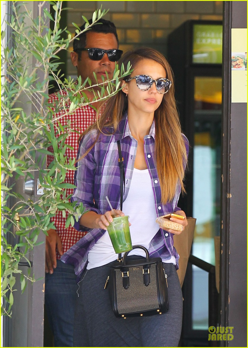 jessica alba cash warren kissing before lunch 10