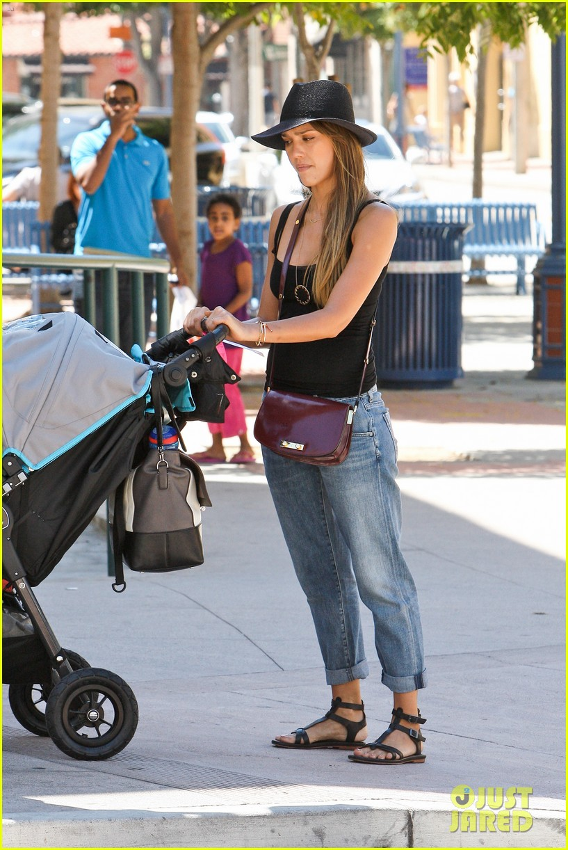 jessica alba stops by target with honor haven 252937421