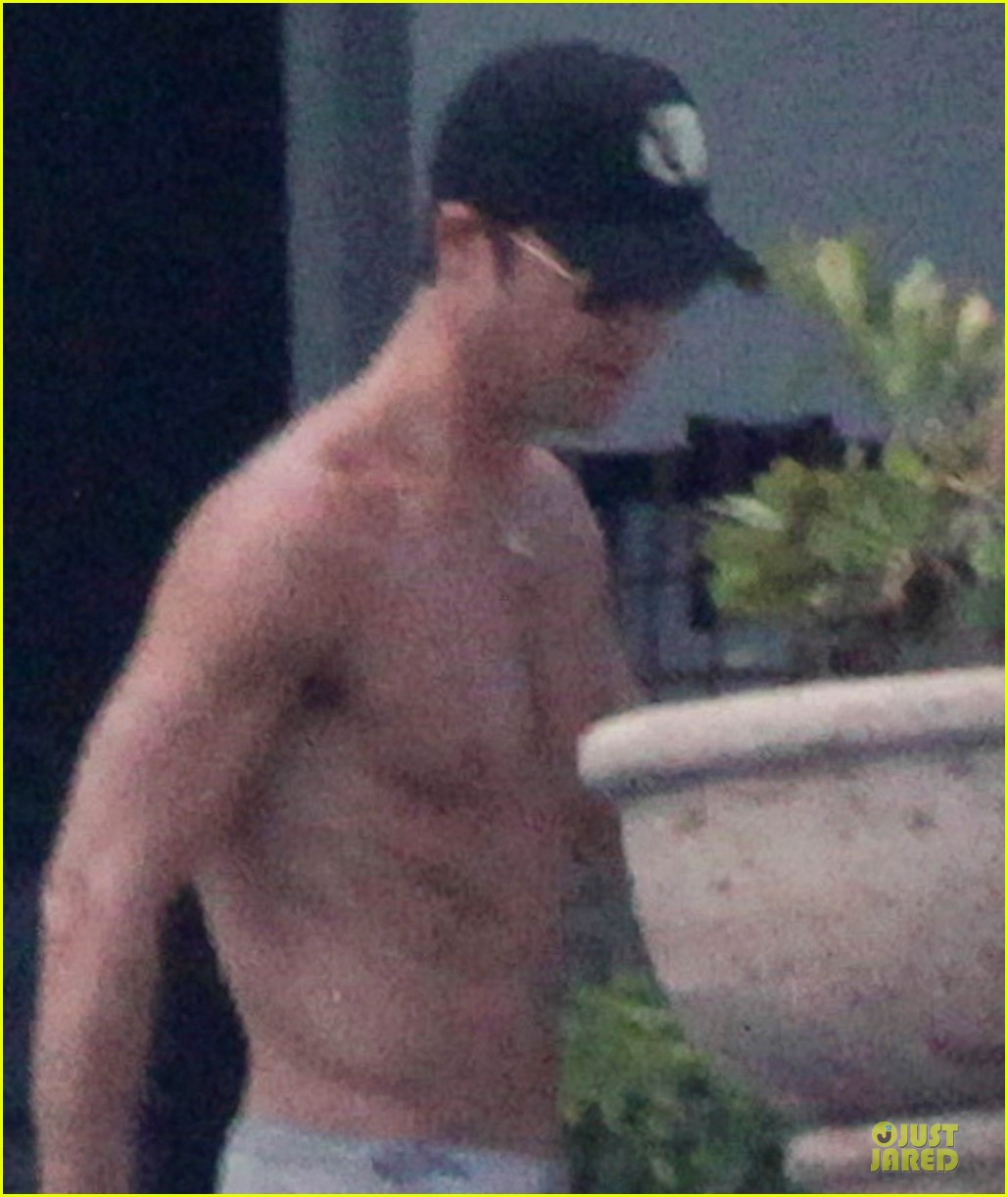bikini clad jennifer aniston los cabos with shirtless justin theroux 022934523