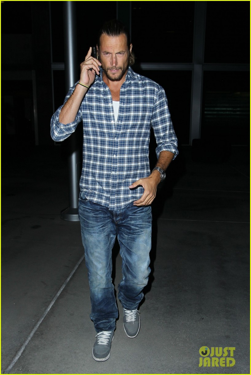 gabriel aubry catches evening movie at arclight 01