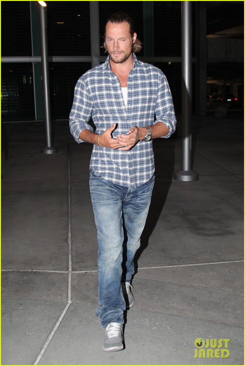 gabriel aubry catches evening movie at arclight 032922365