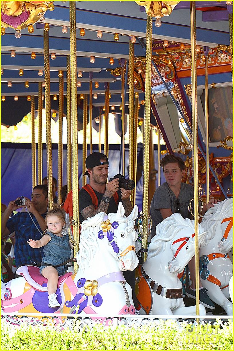 david victoria beckham disneyland family trip 07