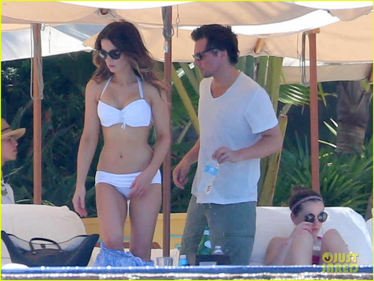 kate beckinsale white hot bikini babe with hubby len wiseman 01