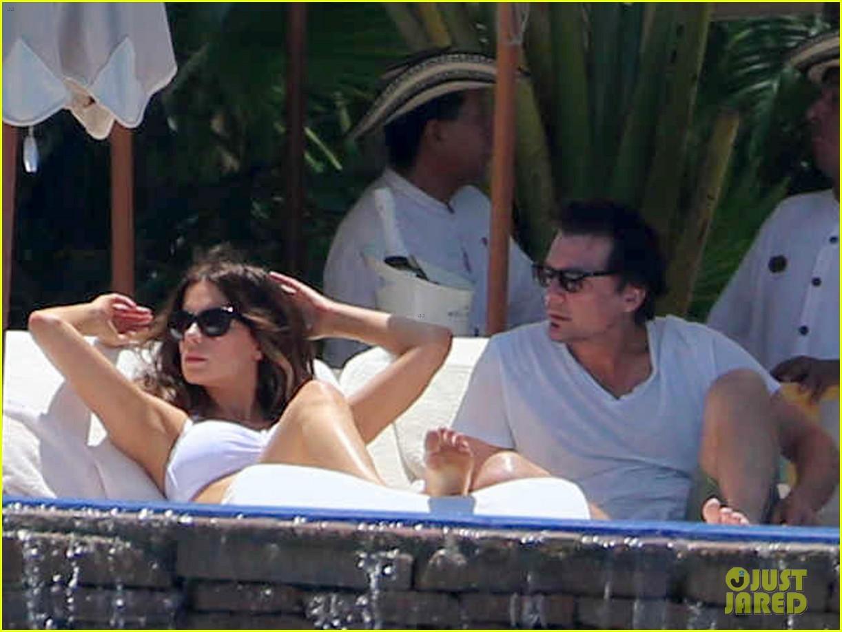 kate beckinsale white hot bikini babe with hubby len wiseman 022935668