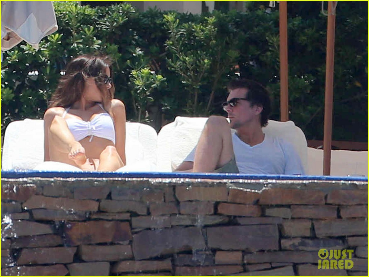 kate beckinsale white hot bikini babe with hubby len wiseman 142935680