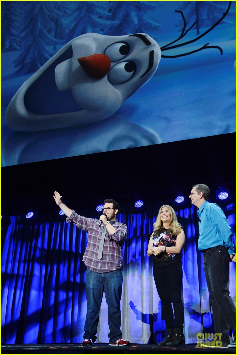 kristen bell idina menzel frozen at disney d23 expo 06