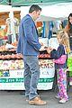 ben affleck jennifer garner farmers market morning with violet samuel 03