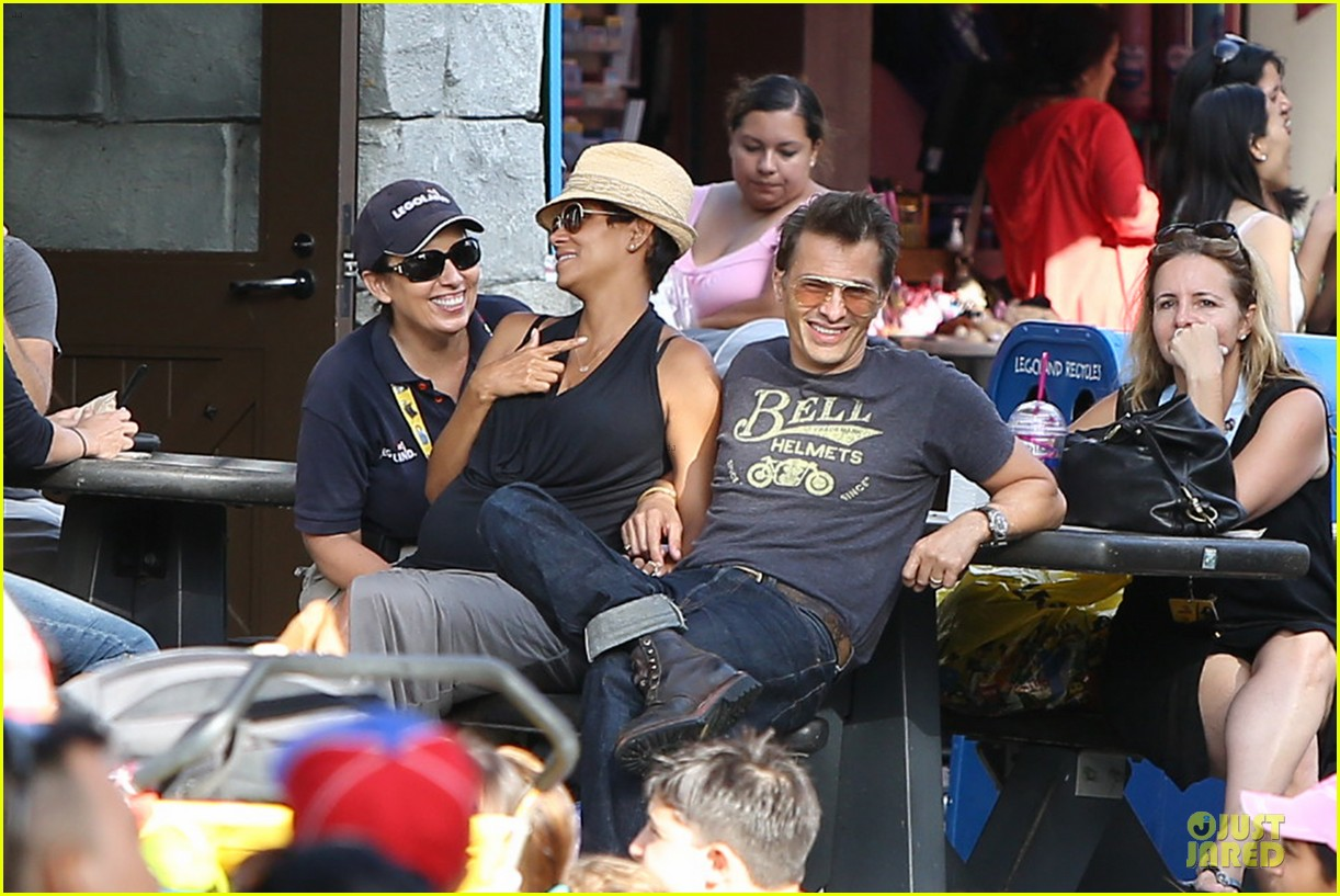 halle berry olivier martinez legoland with nahla 162934140