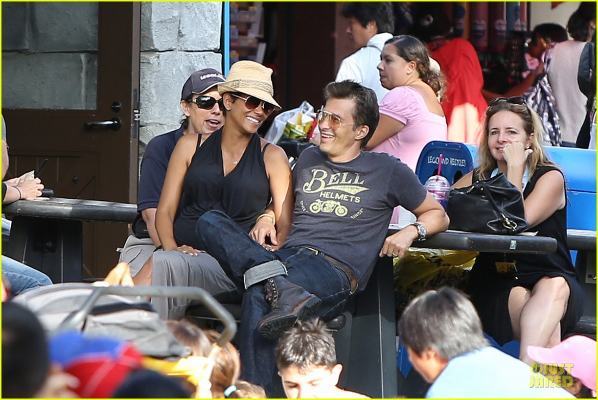 halle berry olivier martinez legoland with nahla 17