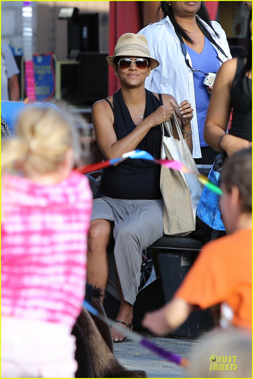 halle berry olivier martinez legoland with nahla 352934159
