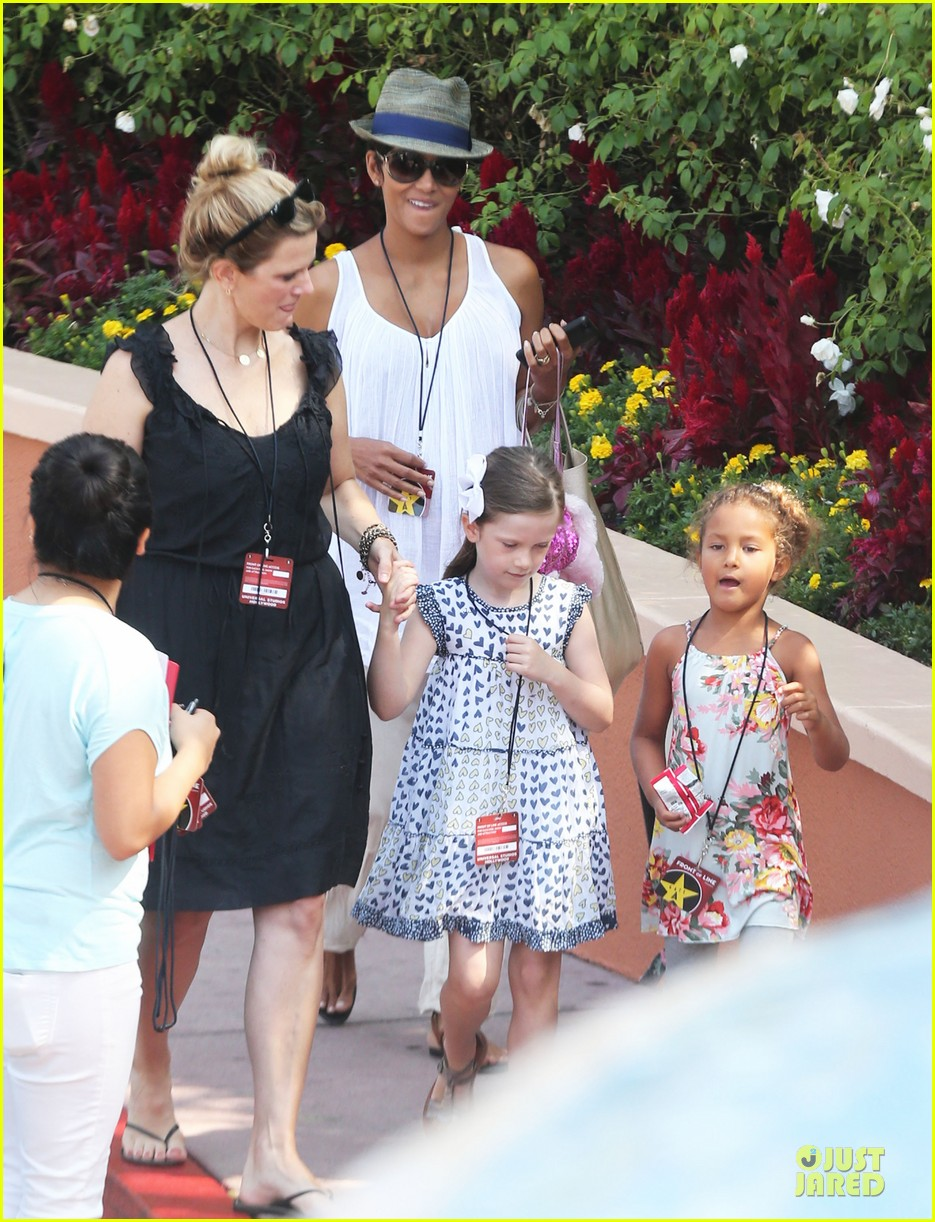 halle berry nahla universal studios hollywood fun 22
