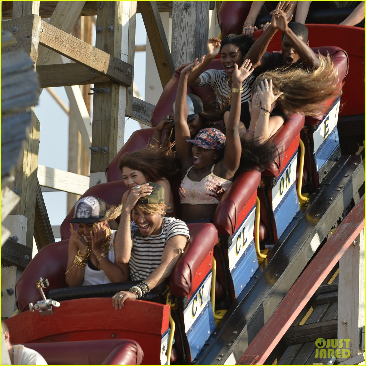 beyonce coney island cyclone rider for music video shoot 06