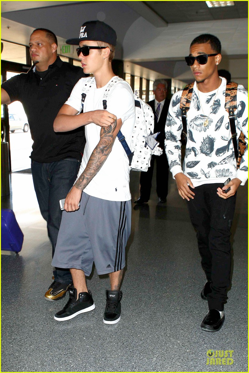 justin bieber hangs out with kevin hart jay z 032932001