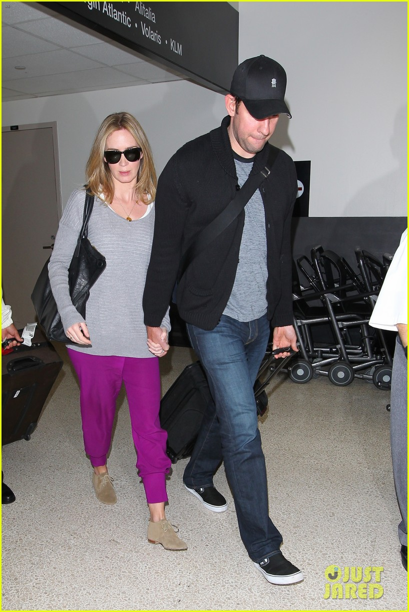 emily blunt john krasinski hold hands for lax landing 08
