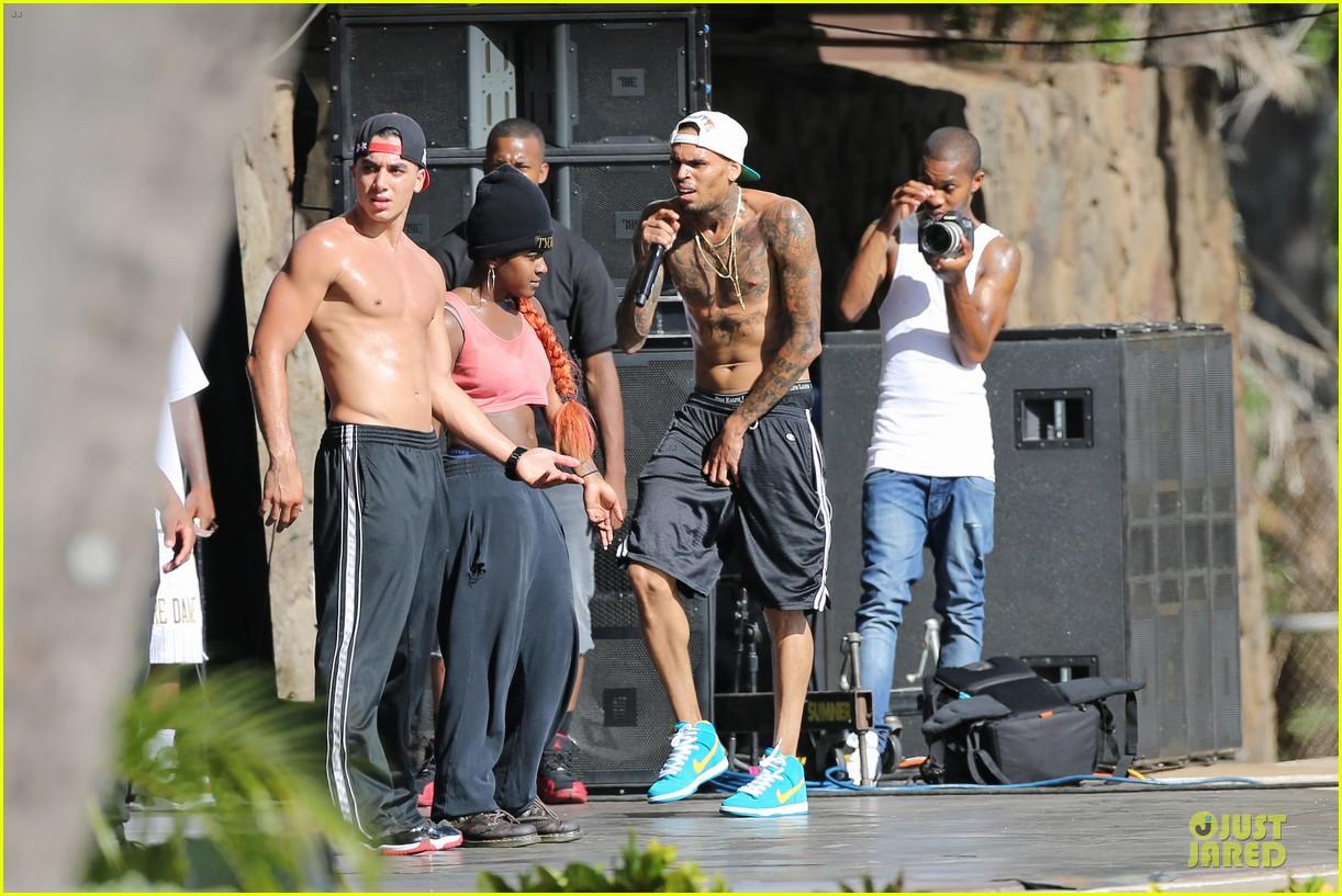 chris brown shirtless for hawaiian rehearsal 17
