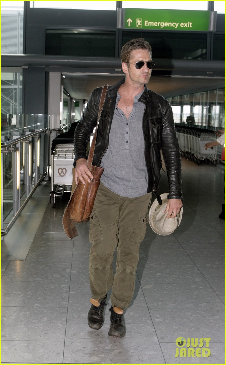 gerard butler flies the skies out of heathrow 052924736