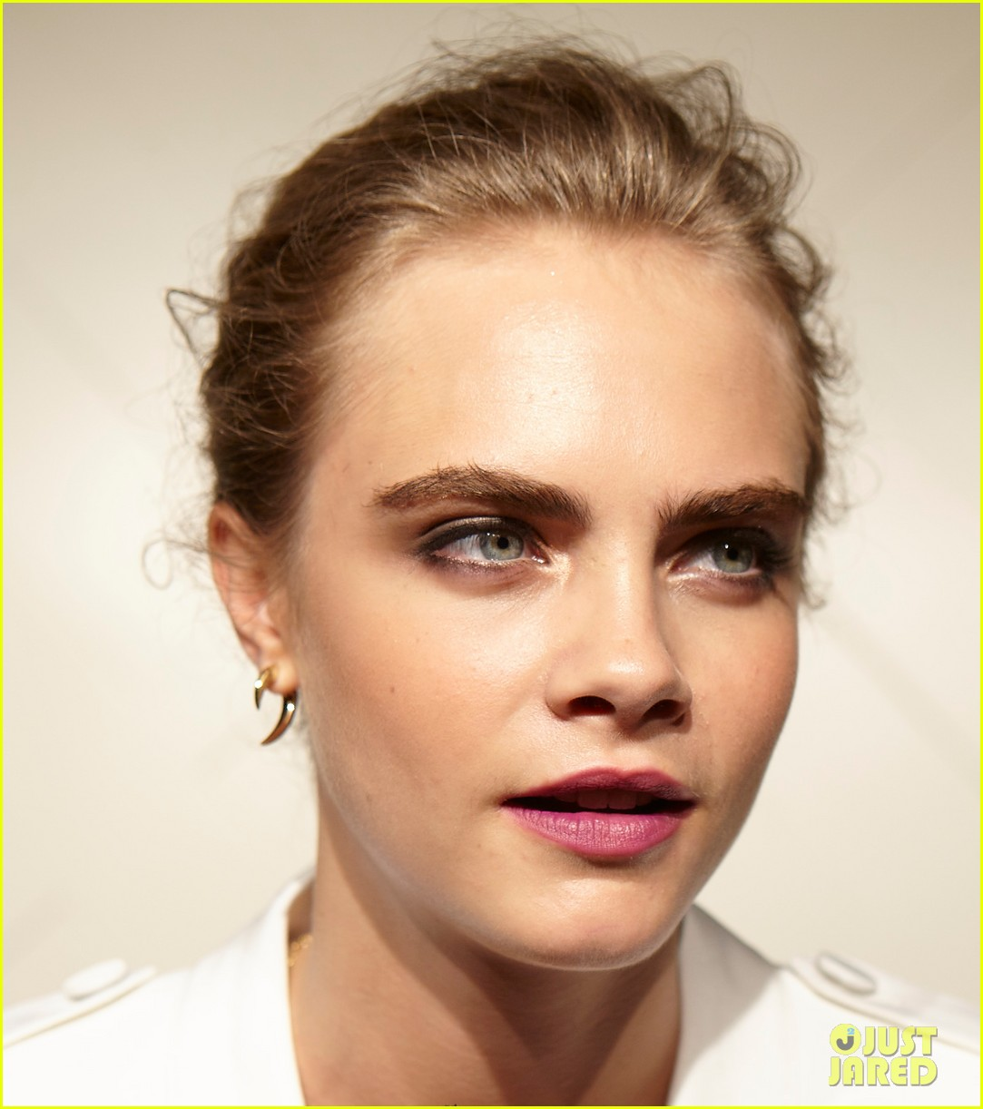 cara delevingne burberry art of the trench party 052940764