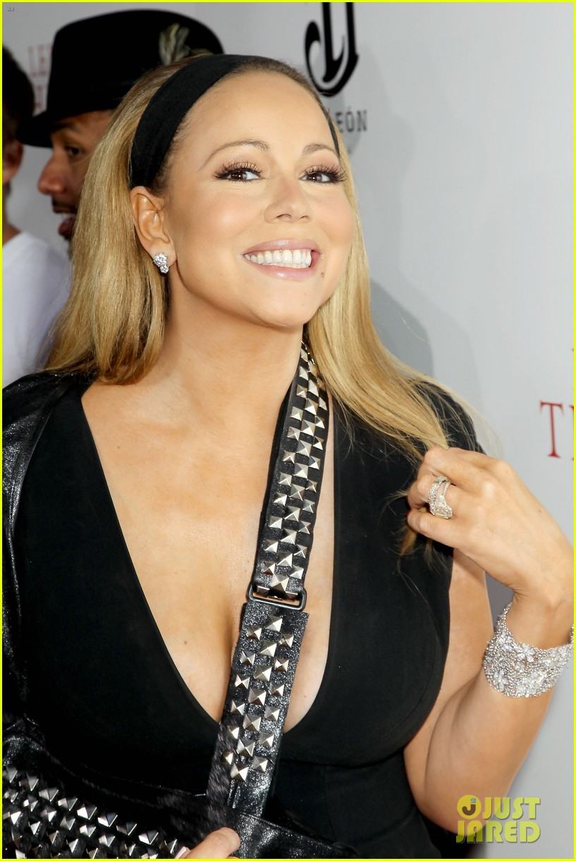 mariah carey wears arm sling to butler new york premiere 162924352