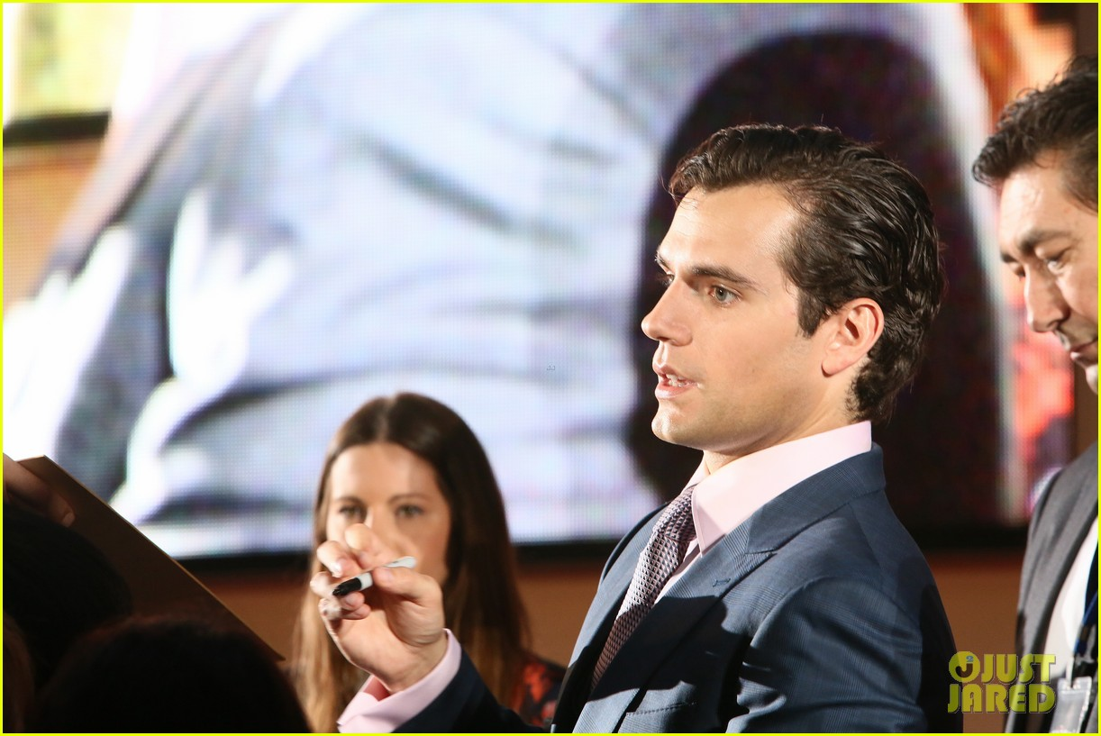 henry cavill man of steel japan premiere 022934642