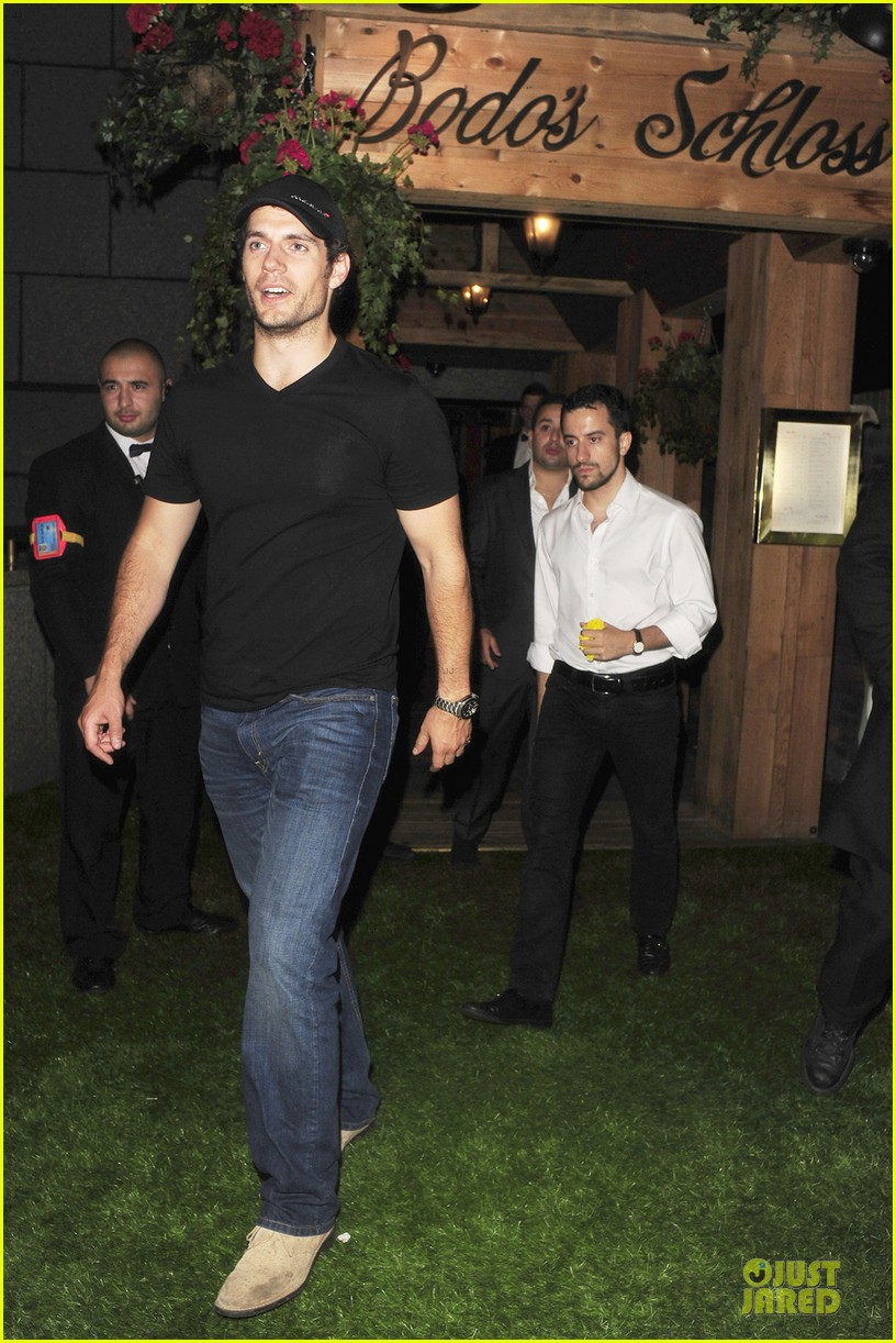 henry cavill bodo schloss nightclub for second straight night 012922717