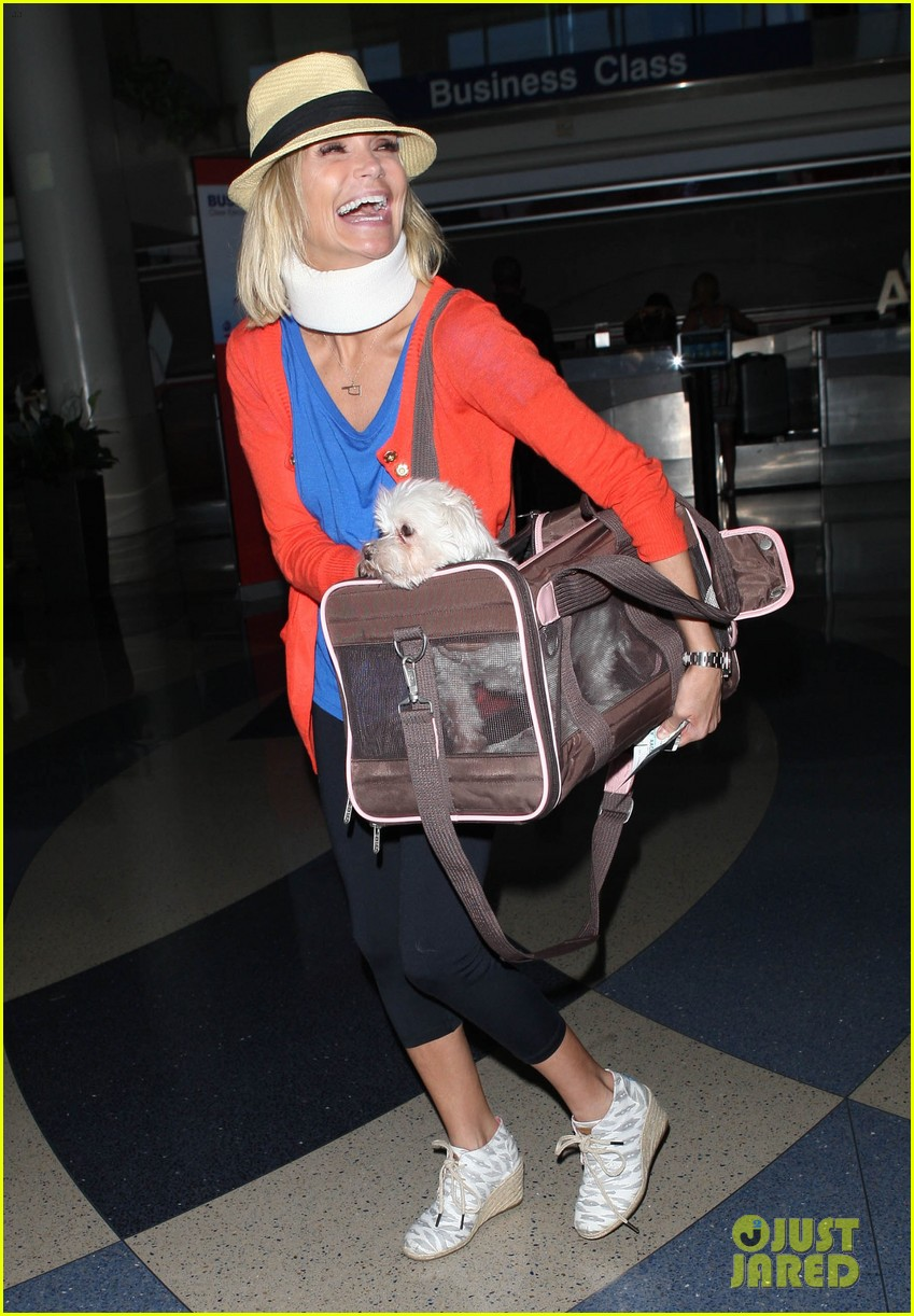 kristin chenoweth wears neck brace for flight to miami 01