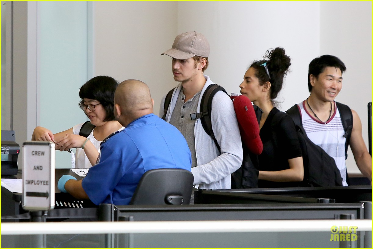 hayden christensen fly yellow stud at lax airport 052930260