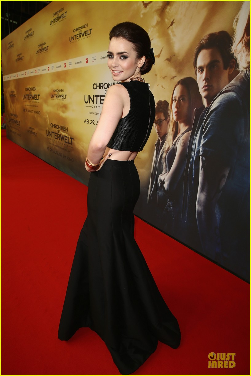 lily collins jamie campbell bower city of bones berlin premiere 14