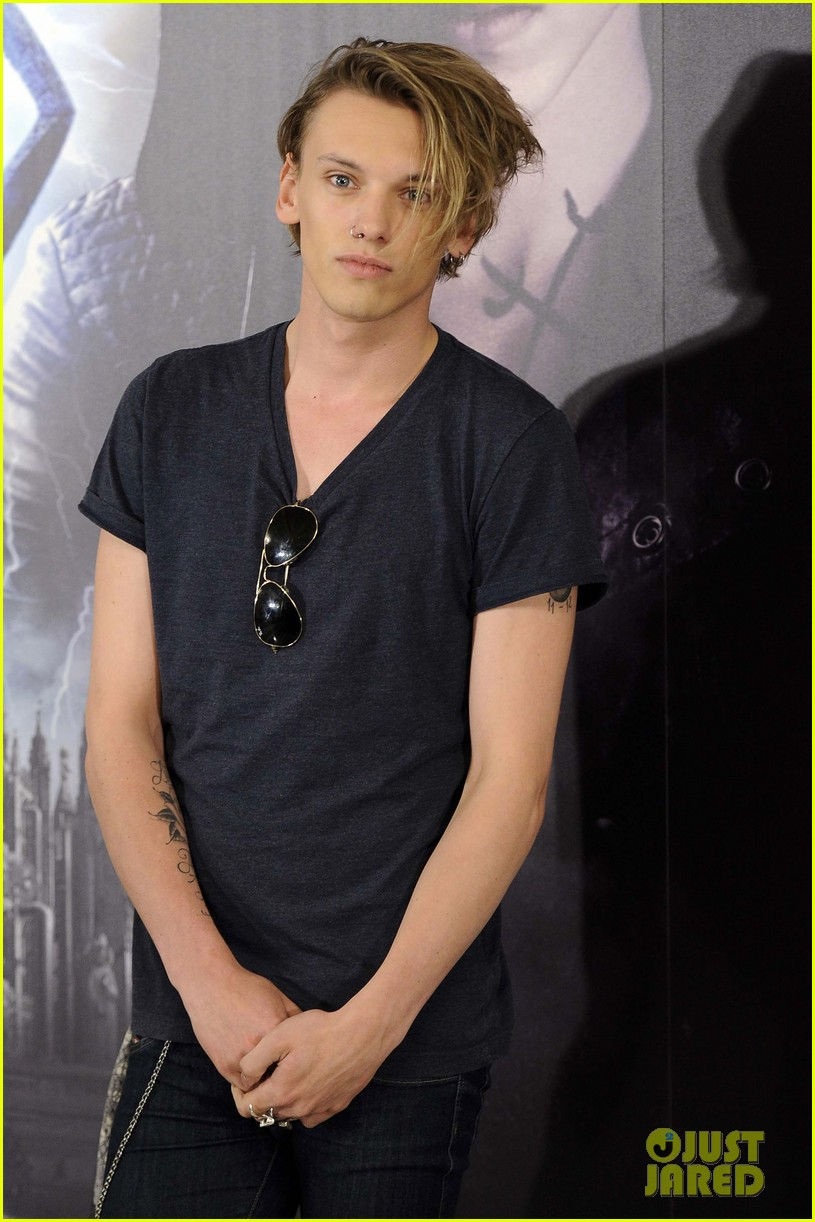 lily collins jamie campbell bower mortal instruments madrid photo call 022935470