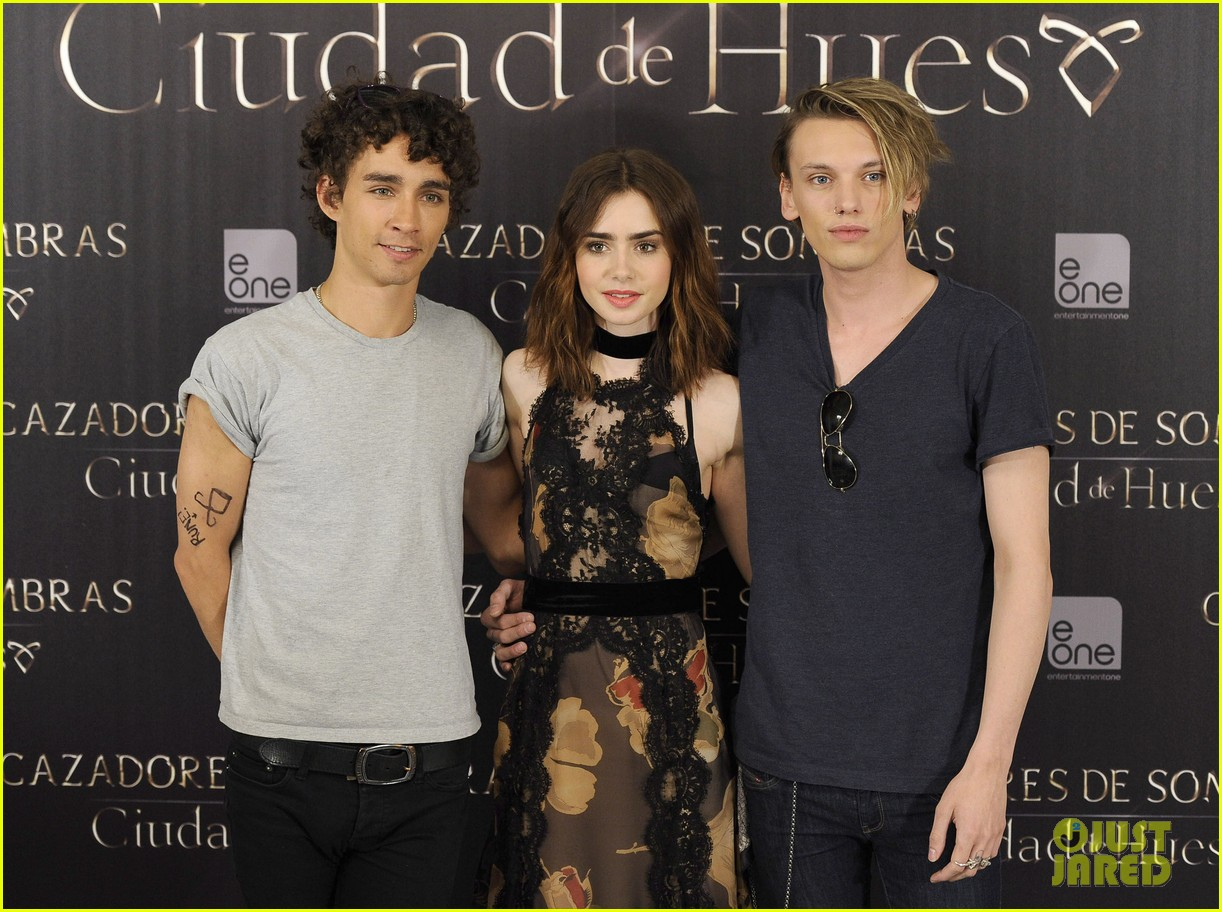 lily collins jamie campbell bower mortal instruments madrid photo call 20