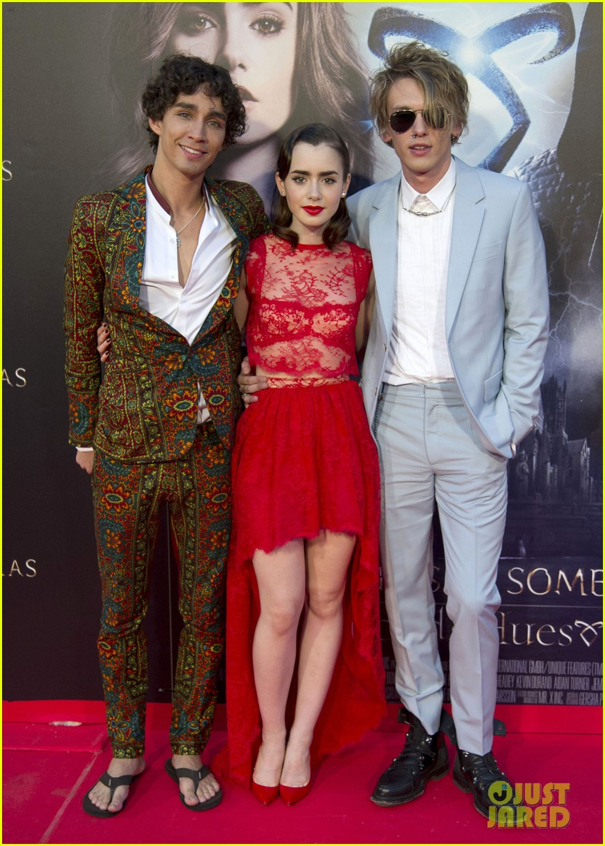 lily collins jamie campbell bower mortal instruments madrid premiere 03
