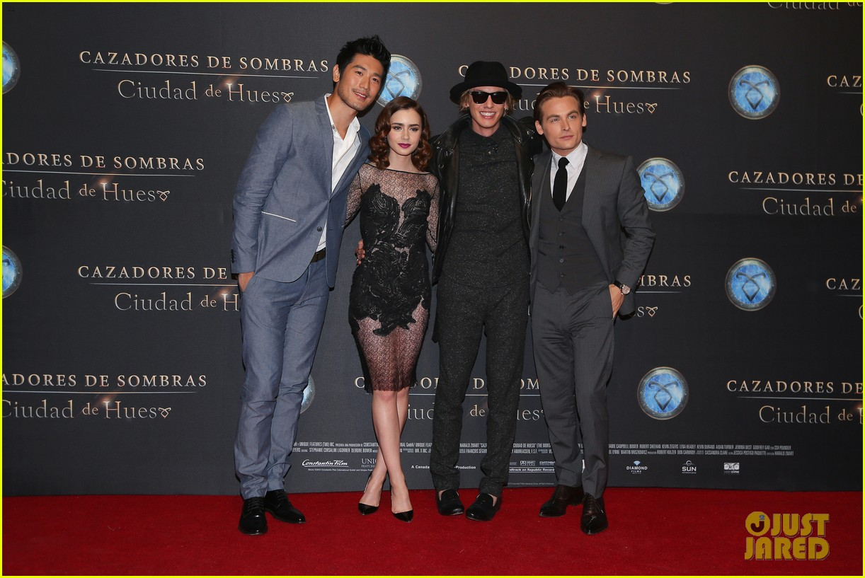 lily collins jamie campbell bower mortal instruments mexico city premiere 032939278