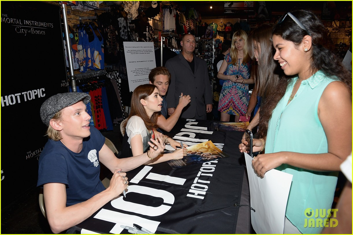 lily collins jamie campbell bower mortal instruments in miami 16