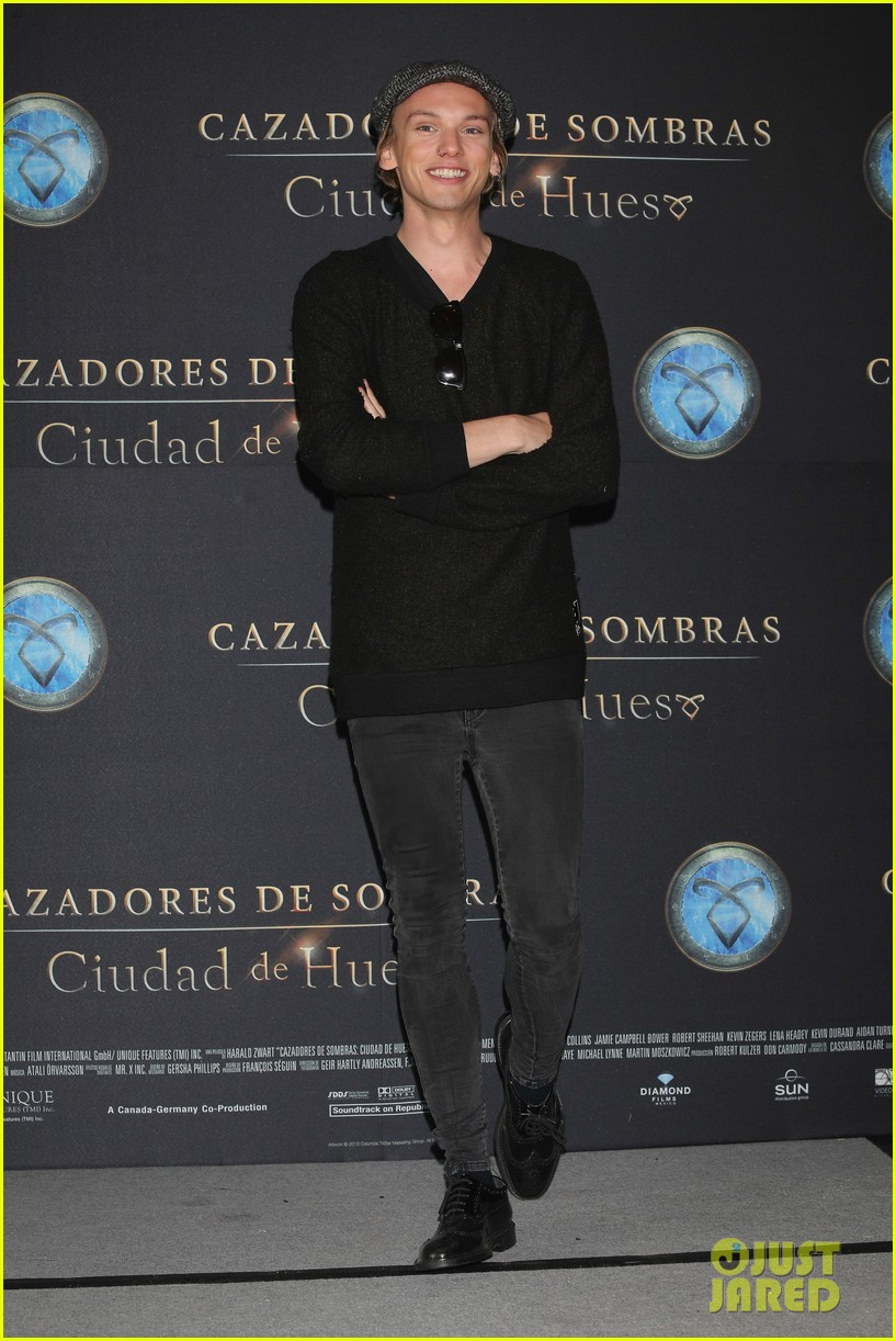 lily collins jamie campbell bower mortal instruments mexico city photo call 02