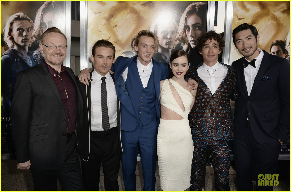 lily collins jamie campbell bower city of bones premiere 142928985