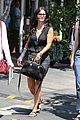 courteney cox grey cast for injured wrist 12
