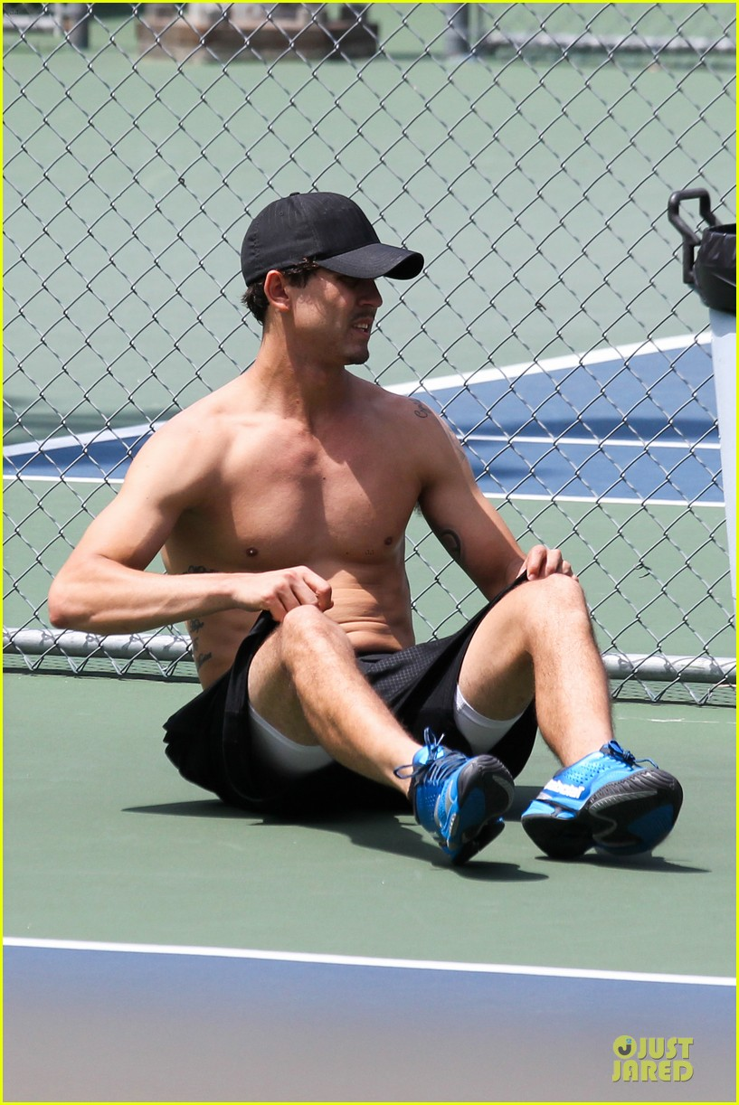 kaley cuoco tennis with shirtless mystery man 122922852