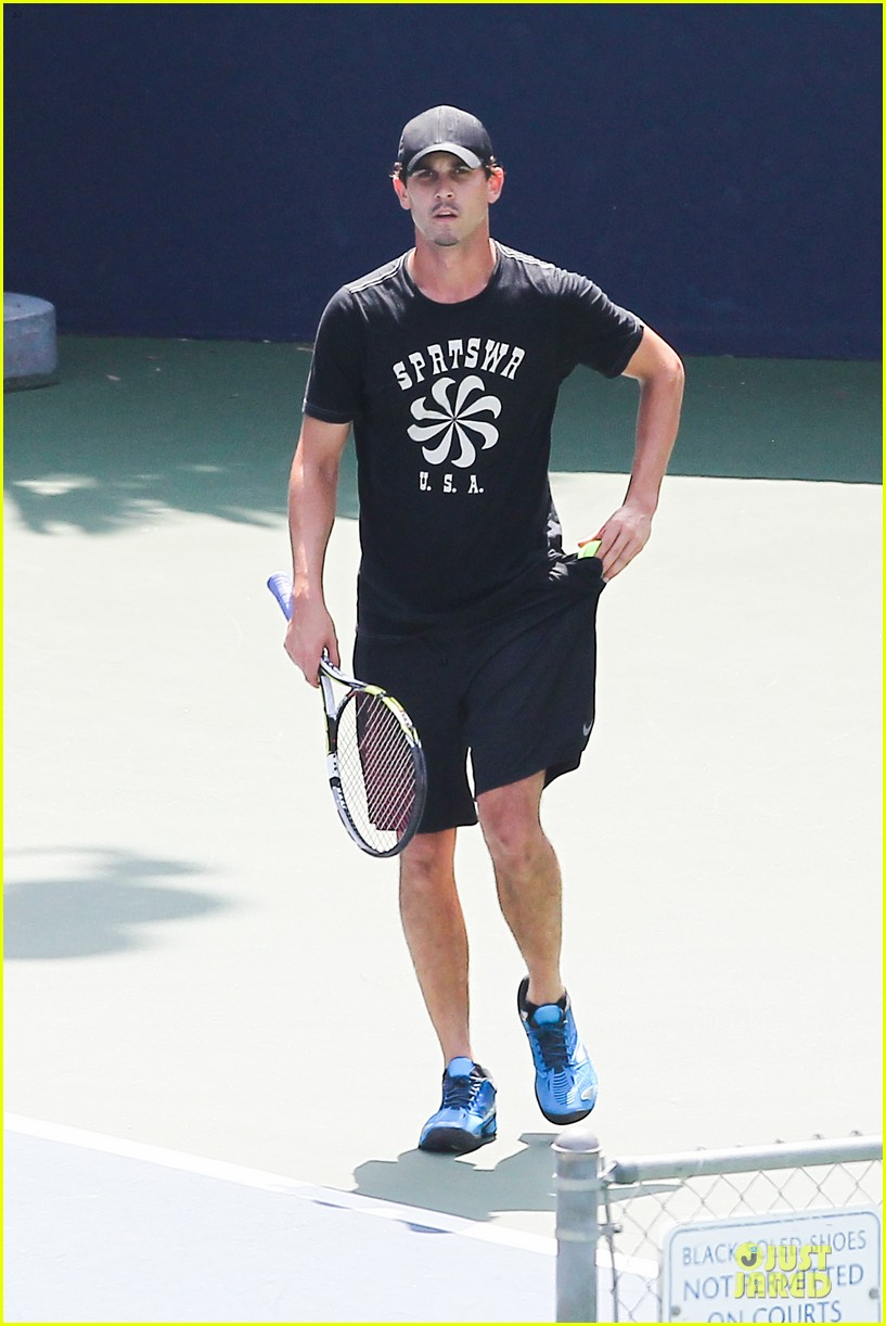 kaley cuoco tennis with shirtless mystery man 20