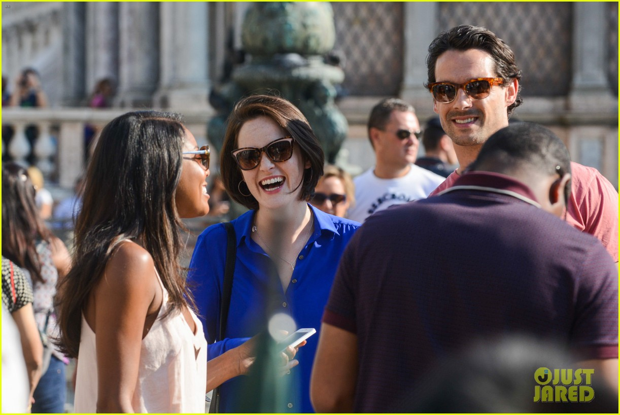 michelle dockery steps out with hunky new mystery boyfriend 13