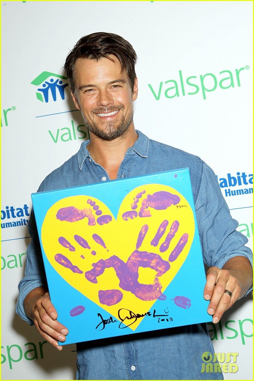 josh duhamel lends a helping hand at valspar charity event 062933454