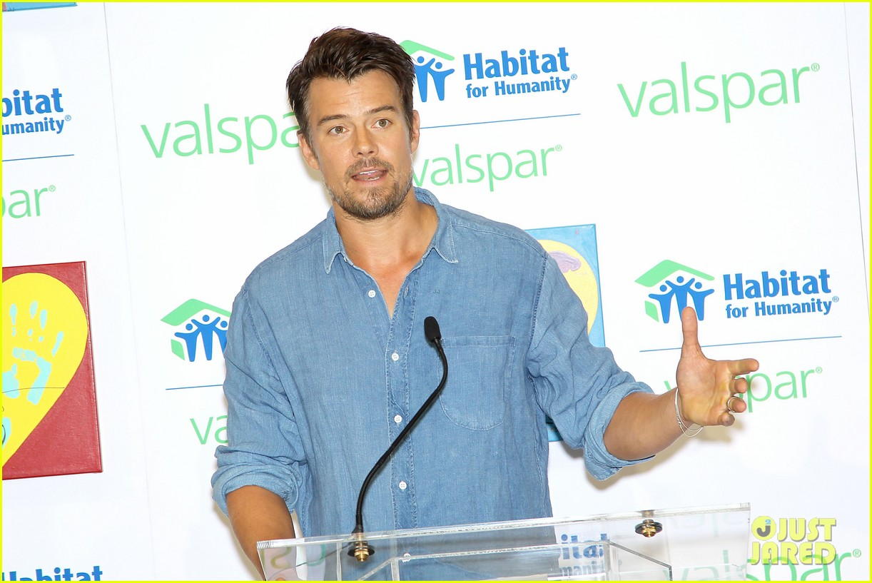 josh duhamel lends a helping hand at valspar charity event 112933459