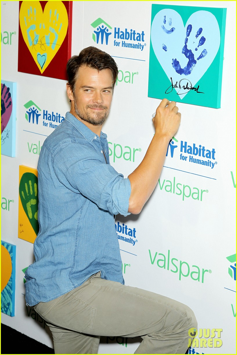 josh duhamel lends a helping hand at valspar charity event 16