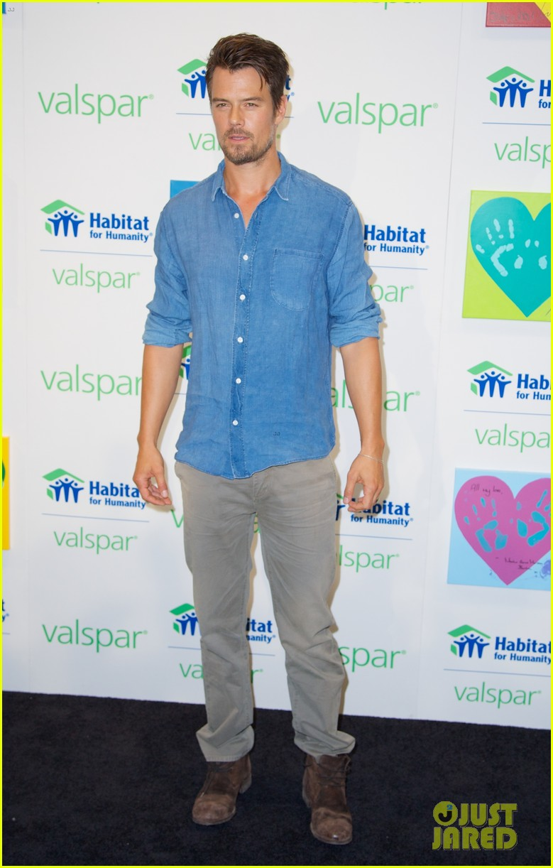 josh duhamel lends a helping hand at valspar charity event 232933471