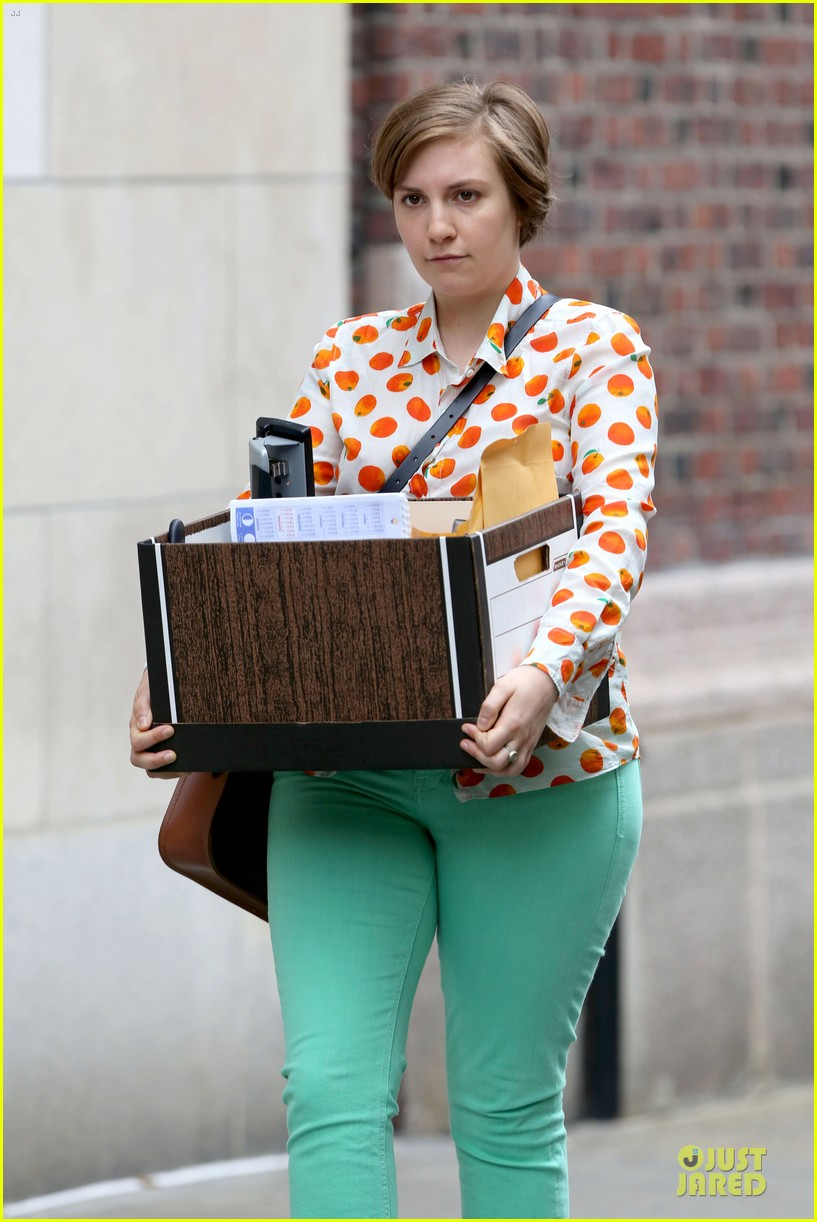 lena dunham box carrying gal on girls set 132934181