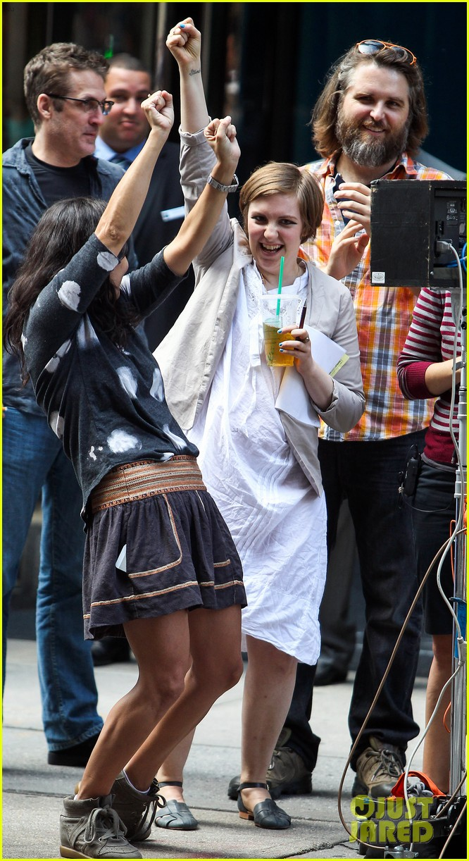 lena dunham girls set fun with adam driver 04