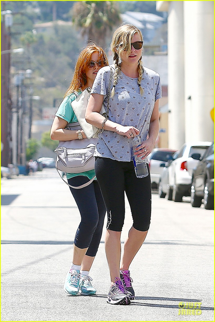 kirsten dunst isla fisher gym workout buddies 04