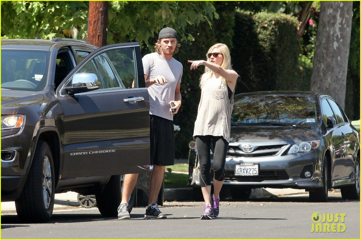 kirsten dunst garrett hedlund workout wednesday 12