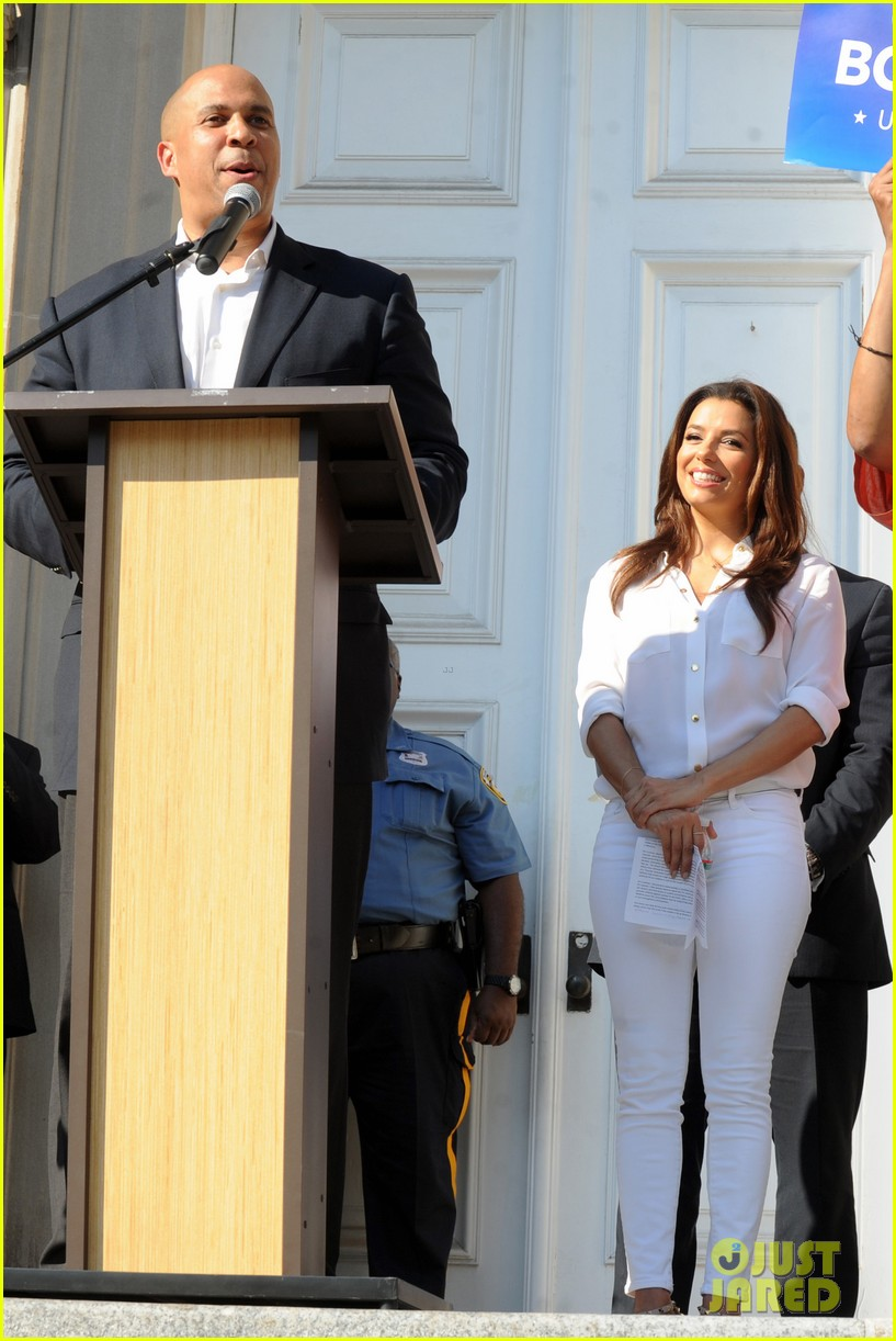 eva longoria supports cory booker for senate race 092929358
